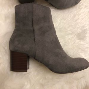 Loft medium heels ankle boots gray color